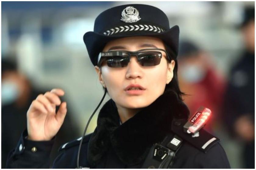 პოლიციელის ახალი სათვალე