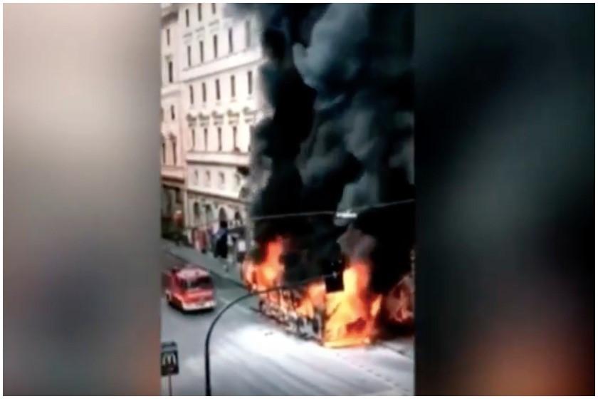 ცეცხლმოკიდებული ავტობუსი რომში