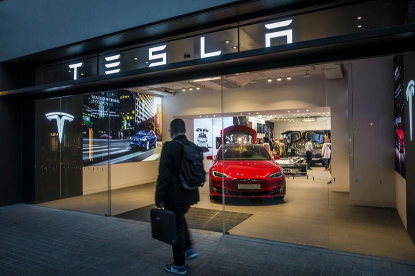 ილონ მასკი Tesla-ს თანამშრომელს საბოტაჟში ადანაშაულებს