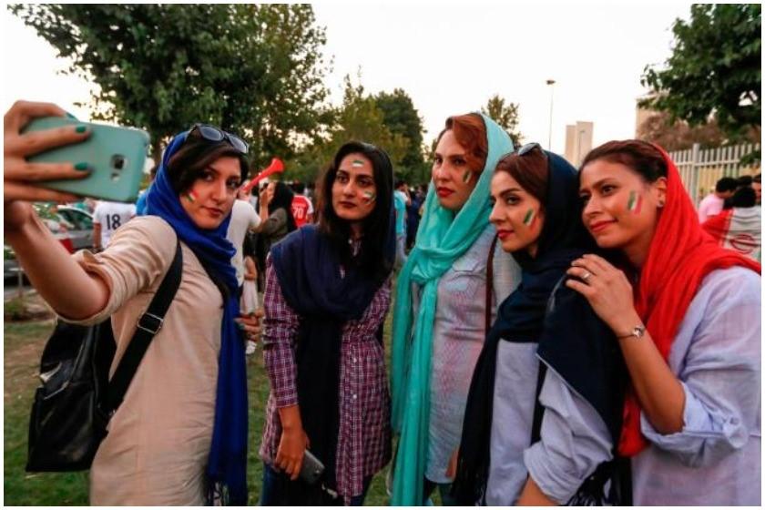 ირანელი ქალები  სტადიონზე