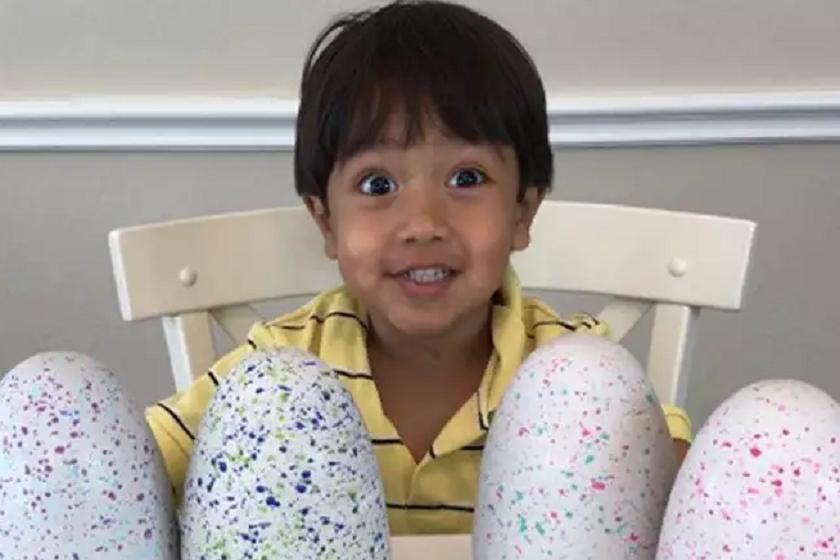 6 წლის ბავშვი ინტერნეტით წელიწადში $11 მილიონს გამოიმუშავებს