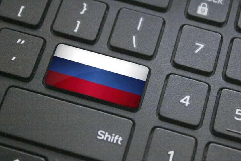 რუსეთის დროშა კომპიუტერის კლავიატურაზე