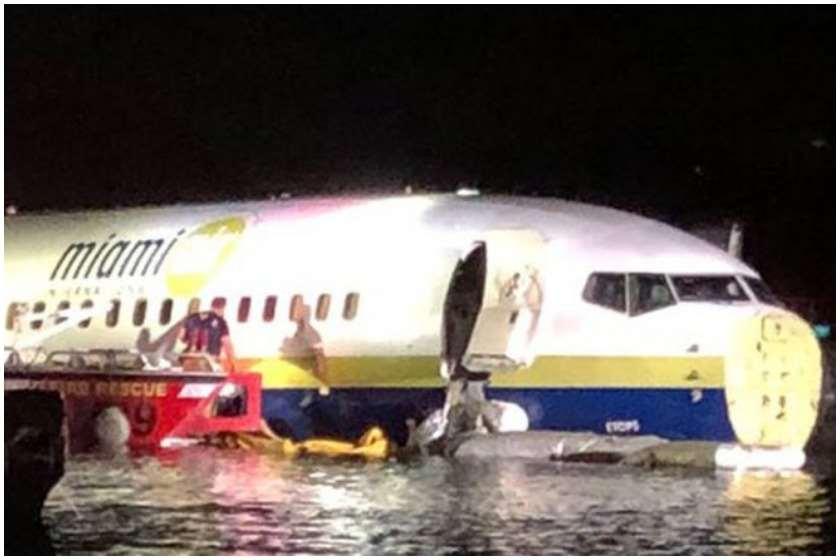 Boeing 737 მდინარეში ჩავარდა