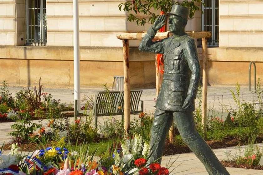 შარლ დე გოლის ძეგლი ქალაქ ევრიოში