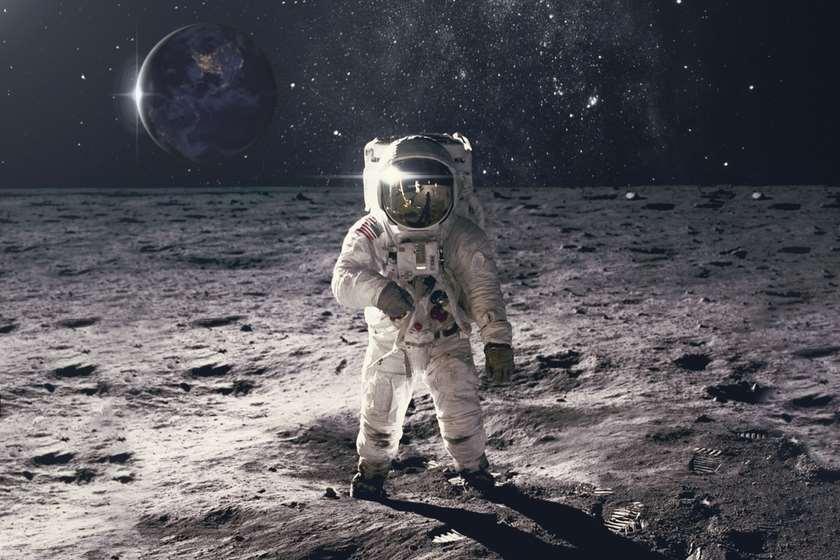 ნასა ასტრონავტი მთვარეზე