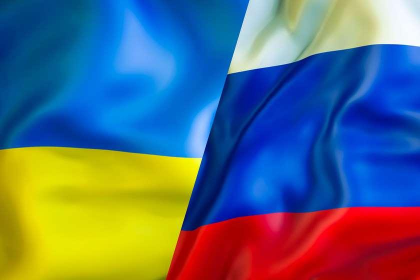 უკრაინის დროშა რუსეთის დროშა