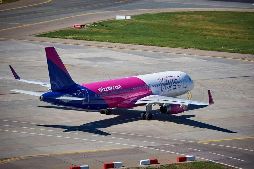 Wizz Air თვითმფრინავი ქუთაისის აეროპორტი