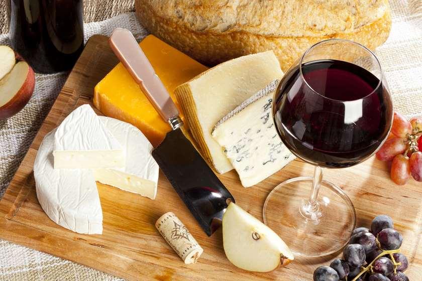 ყველი და ღვინო