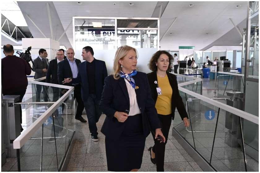 ნათია თურნავა თბილისის აეროპორტში