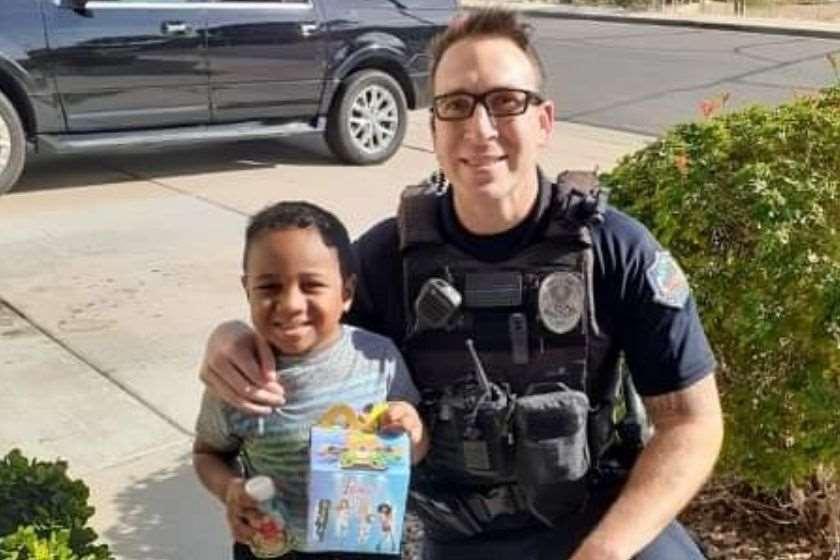 ბავშვი პოლიციელი