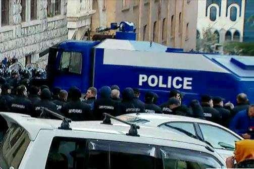 პოლიცია პარლამენტი