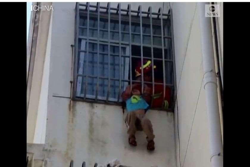 ჩინეთი ბიჭი ფანჯარა