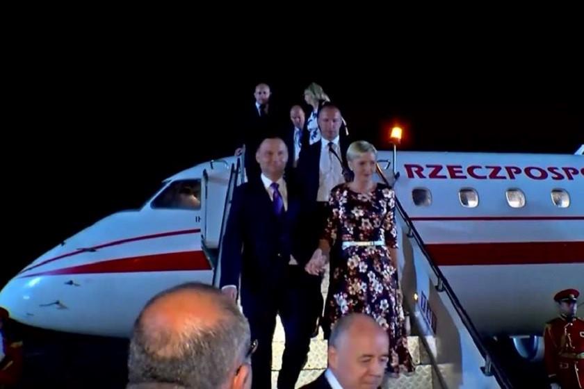პოლონეთის პრეზიდენტის დახვედრა აეროპორტში